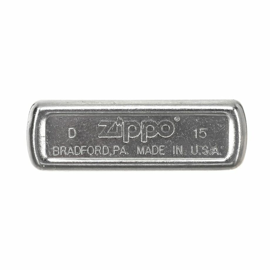 3 Zippo Barbour Limited Edition Silver colour Very elegant design Print printed on the front ATTENTION: The lighter does not come with Gasoline To be able to use the lighter you have to add gasoline For shipping security it is not possible to send it loaded with gasoline