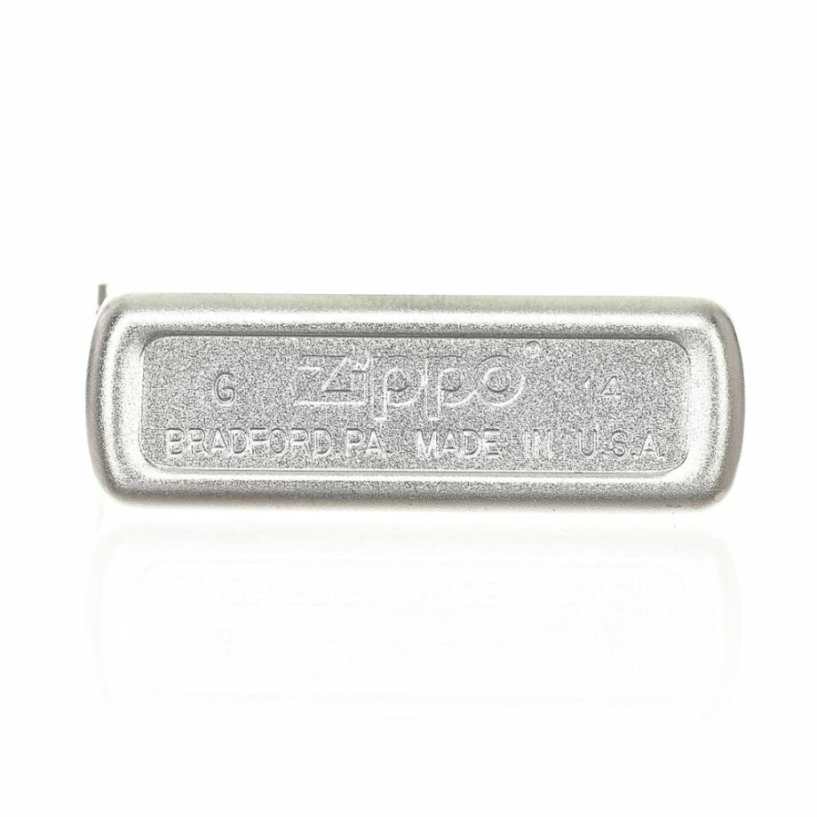 3 Zippo Florentine Limited Edition Silver colour Very elegant design Print printed on the front Matte effect ATTENTION: The lighter does not come with Gasoline To be able to use the lighter you have to add gasoline For shipping security it is not possible to send it loaded with gasoline