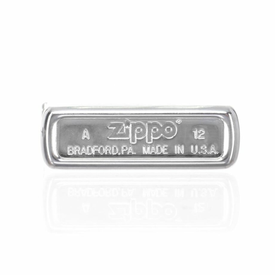 3 Zippo Hunter Limited Edition Silver colour Very elegant design Print printed on the front of a hunter with a dog ATTENTION: The lighter does not come with Gasoline To be able to use the lighter you have to add gasoline For shipping security it is not possible to send it loaded with gasoline