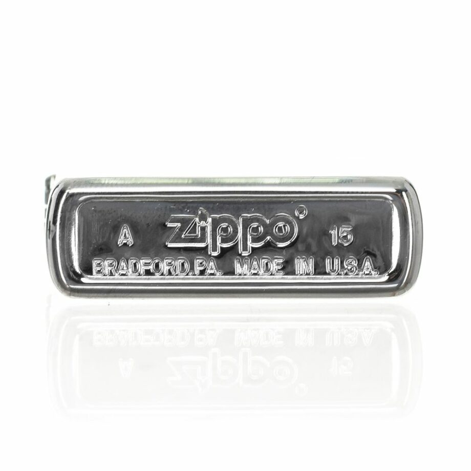 3 Zippo Metallique Limited Edition Silver colour Very elegant design Print printed on the front in contrast ATTENTION: The lighter does not come with Gasoline To be able to use the lighter you have to add gasoline For shipping security it is not possible to send it loaded with gasoline